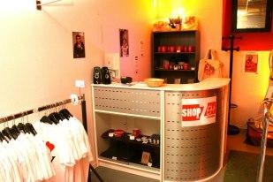 comptoir de la boutique poire belle h l ne. Black Bedroom Furniture Sets. Home Design Ideas