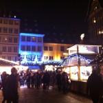 Arrivée au marché de Noël près de la cathédrale