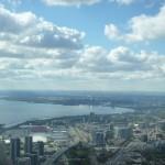 Vue de la CN Tower sur Toronto et le lac